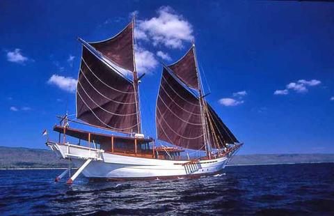 sailboat 50m 2 mast Sailing ship