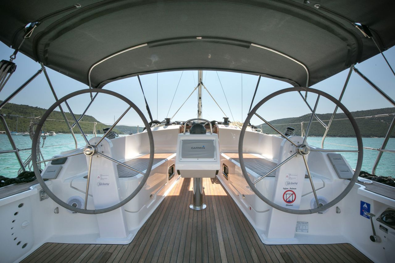 Bavaria Cruiser 37 BT NEWфото 2