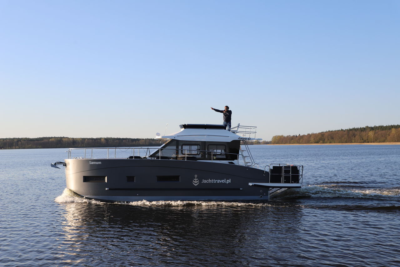 Cobra Futura 40 Grand Horizon