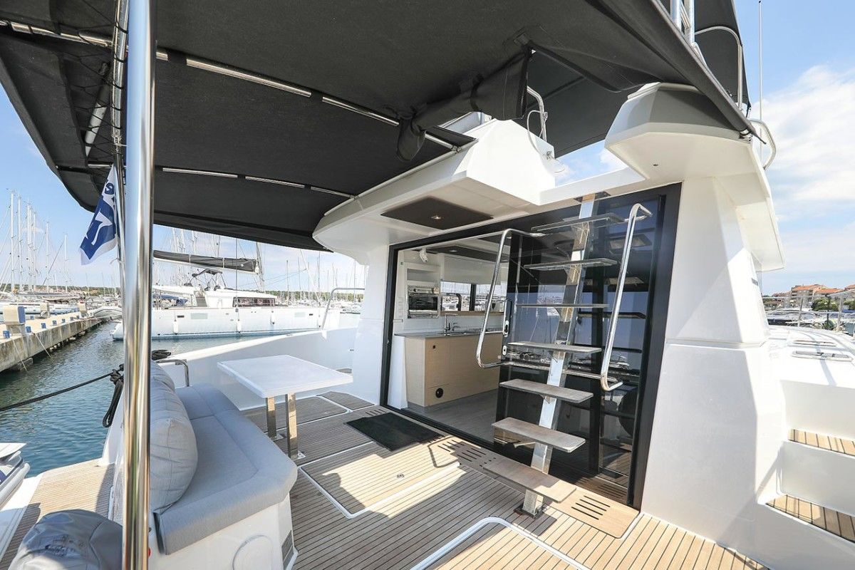 Fountaine Pajot MY 37 - Bild 2