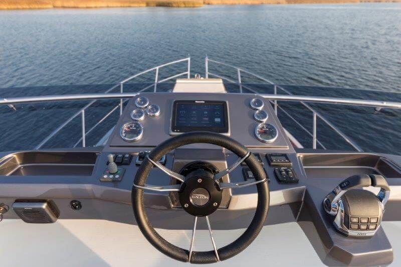 Galeon 360 Flyimage 2