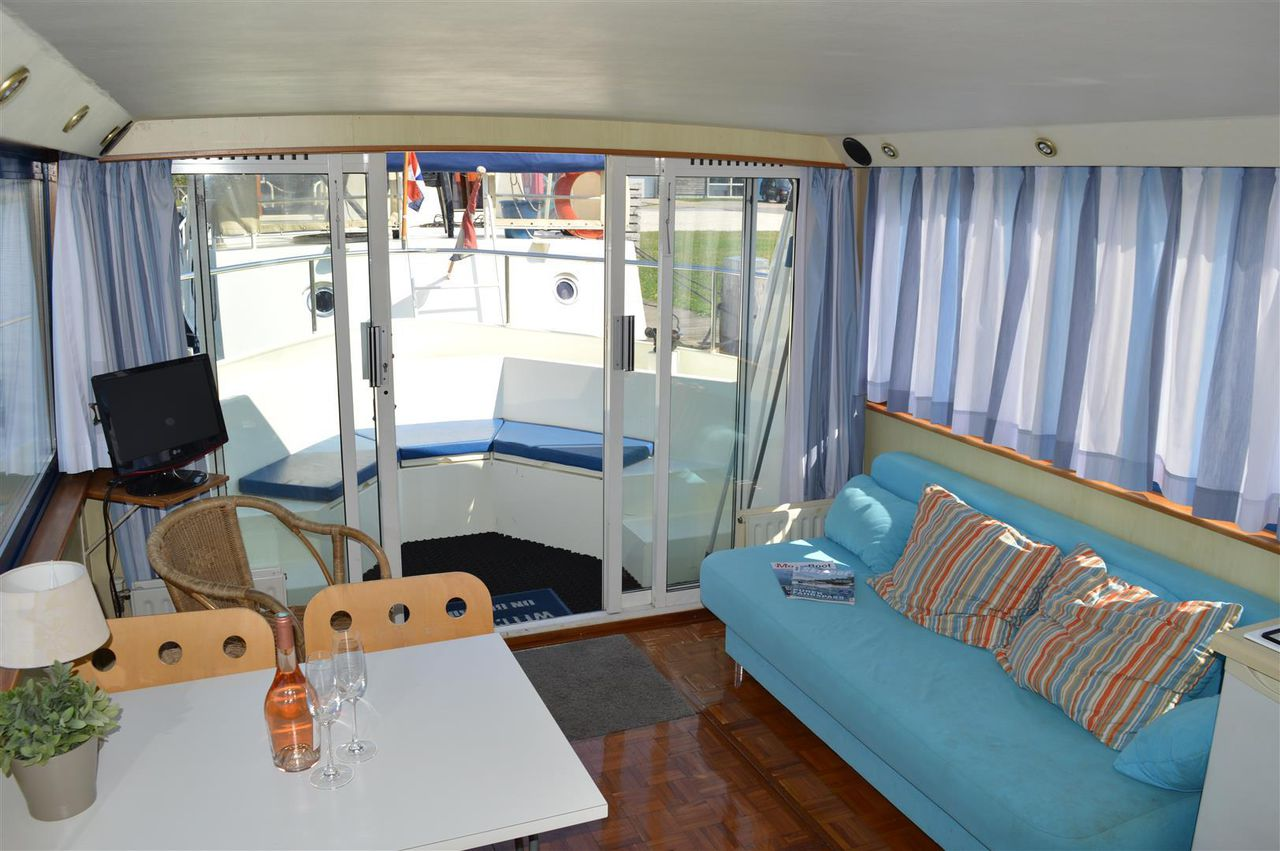 Houseboat 1050picture 2
