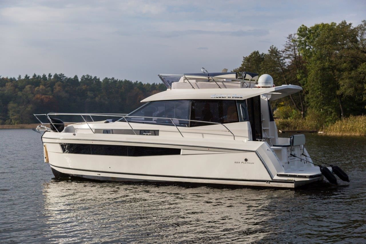 Platinum 989 Flybridge