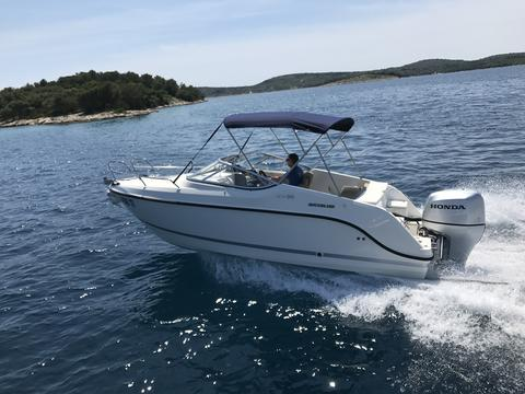 Quicksilver 595 Cabin Crusier