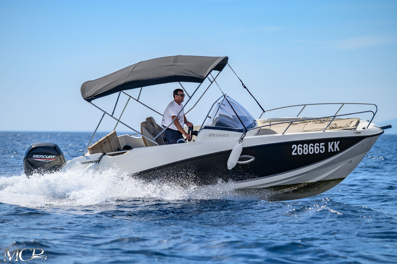 Quicksilver 675 Activ Sun Deck