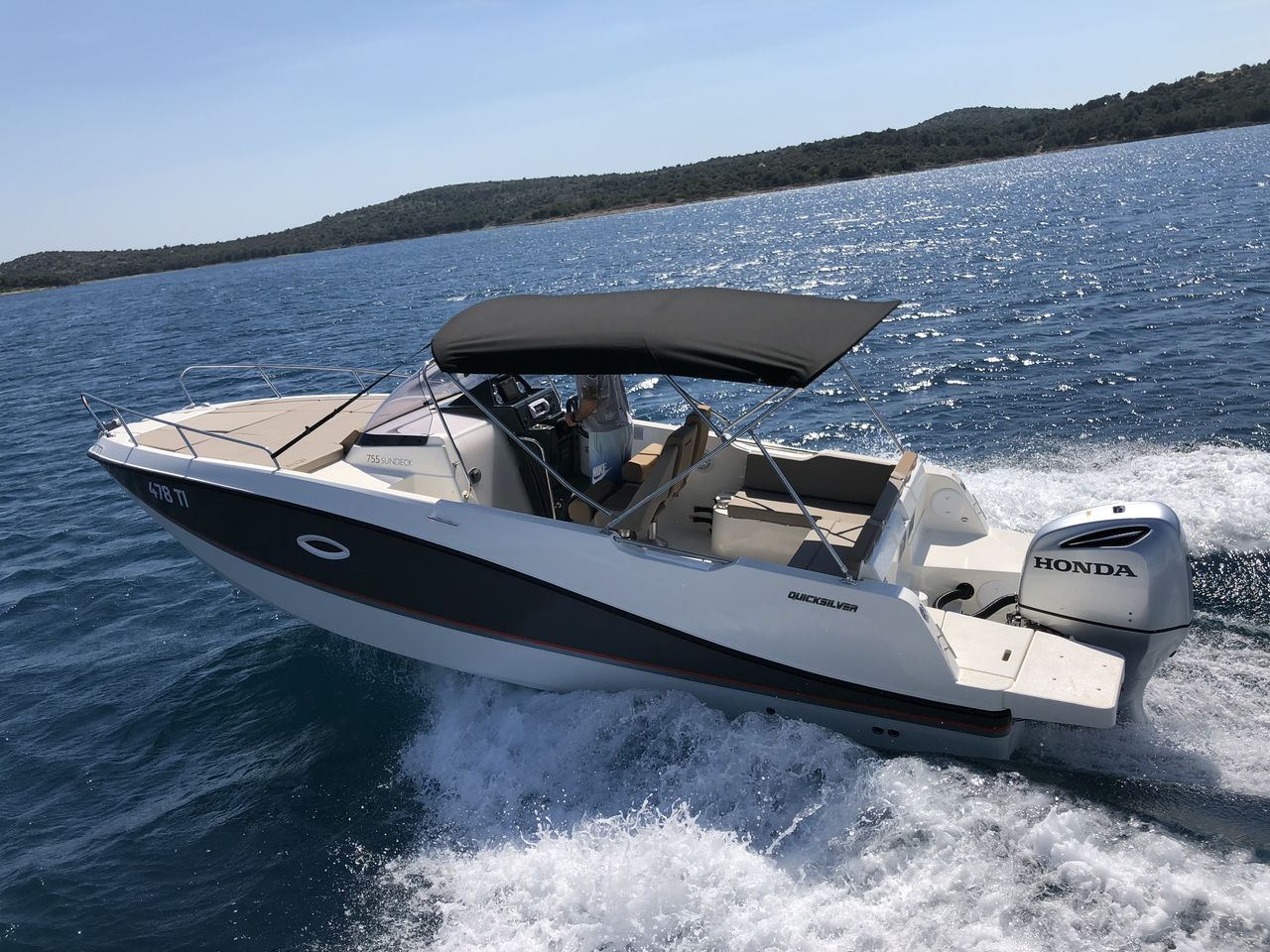 Quicksilver 755 Sundeck - image 2