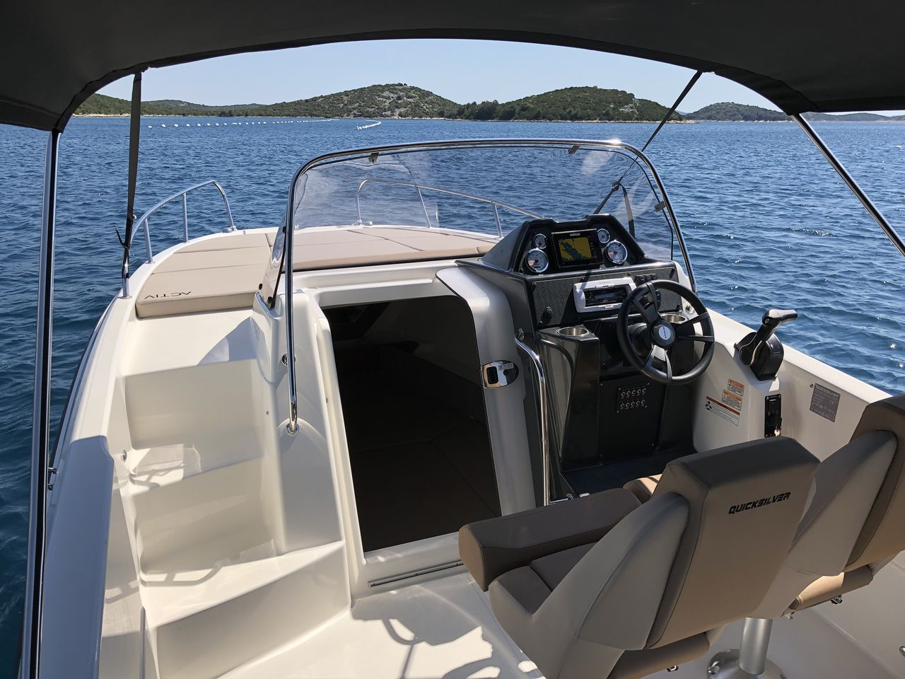 Quicksilver 755 Sundeck - image 3