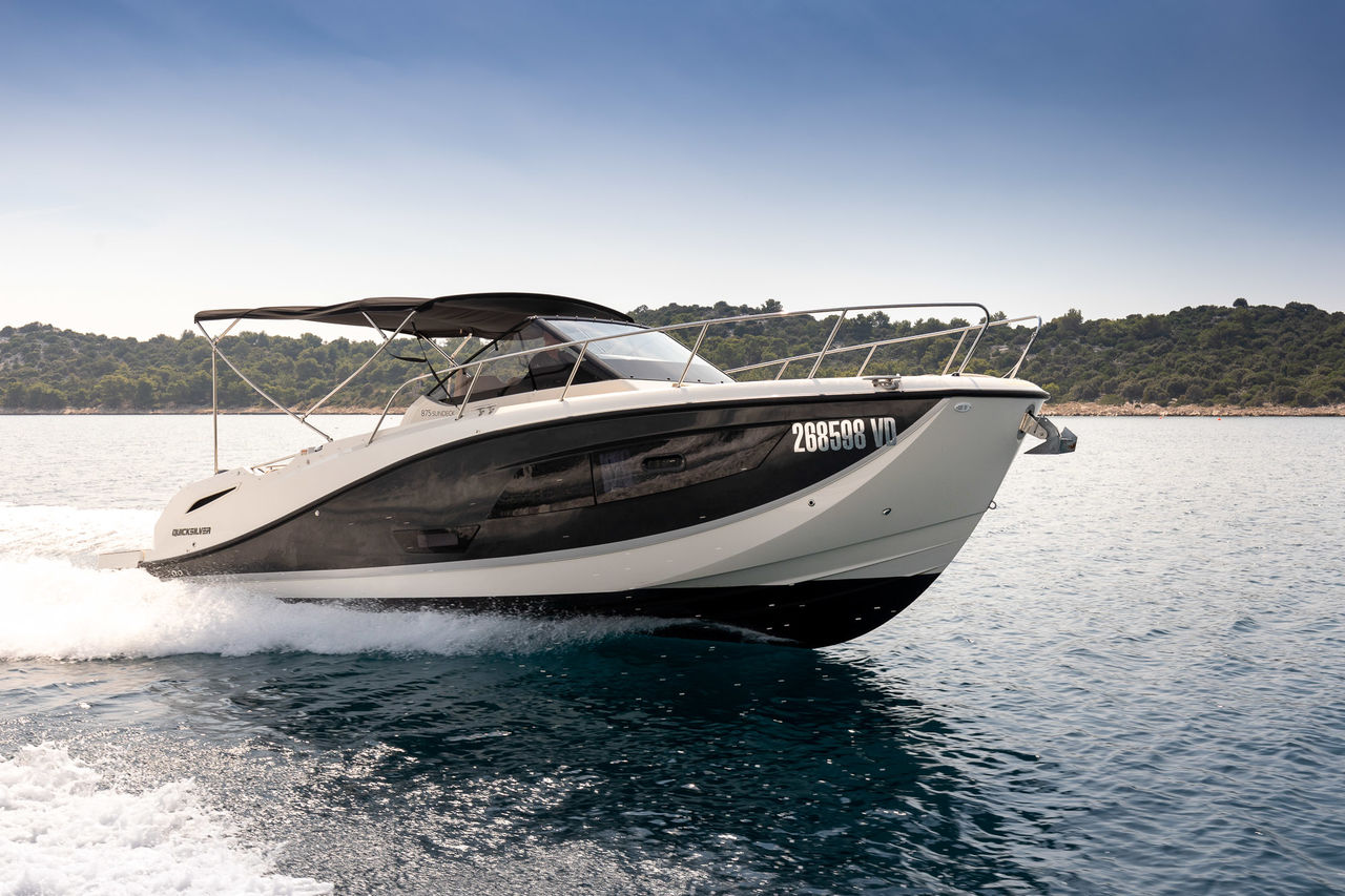 Quicksilver 875 Sundeck - picture 2