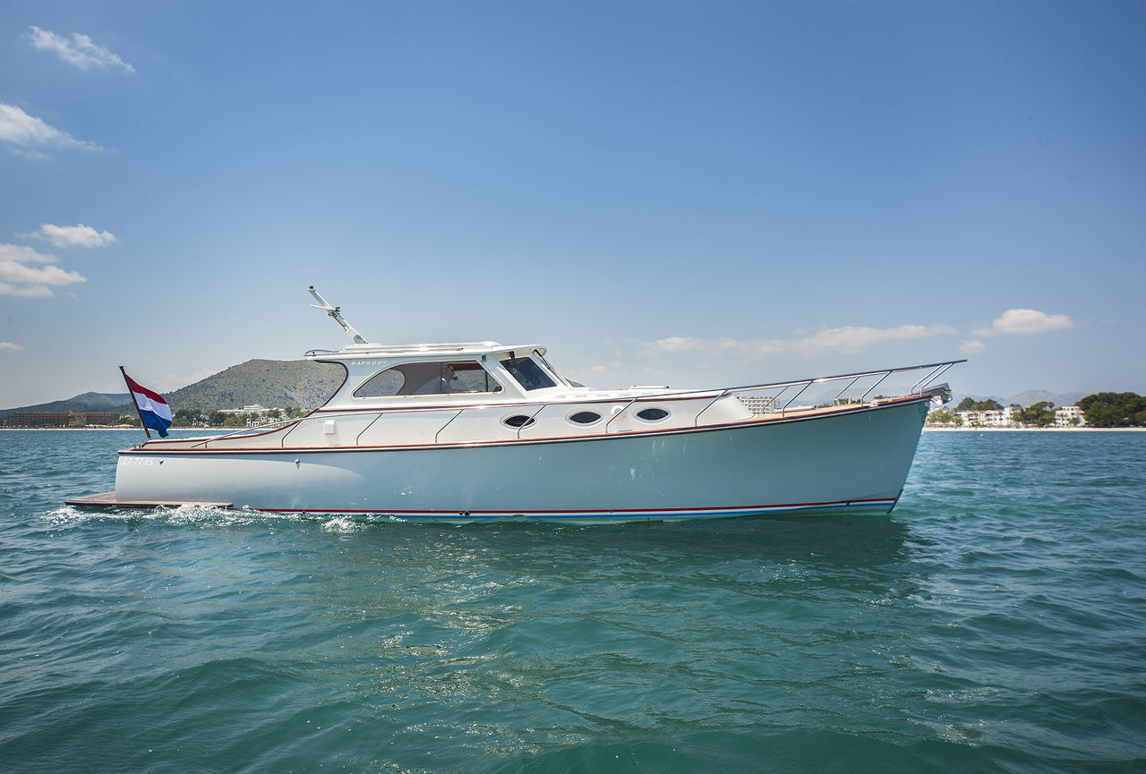 Rapsody 40 Offshore - picture 1