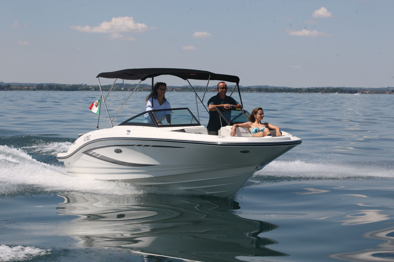 Sea Ray 210 - fotka 1