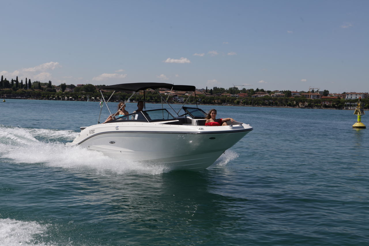 Sea Ray 230 SPXEpicture 2