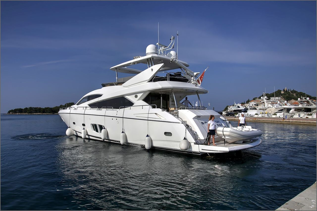 Sunseeker 25m Luxury Yacht
